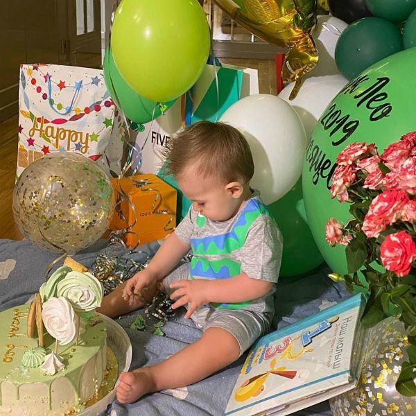 Виктория Лопырева показала, как поздравила их с Игорем Булатовым 9-месячного ребенка с Днем сыновей