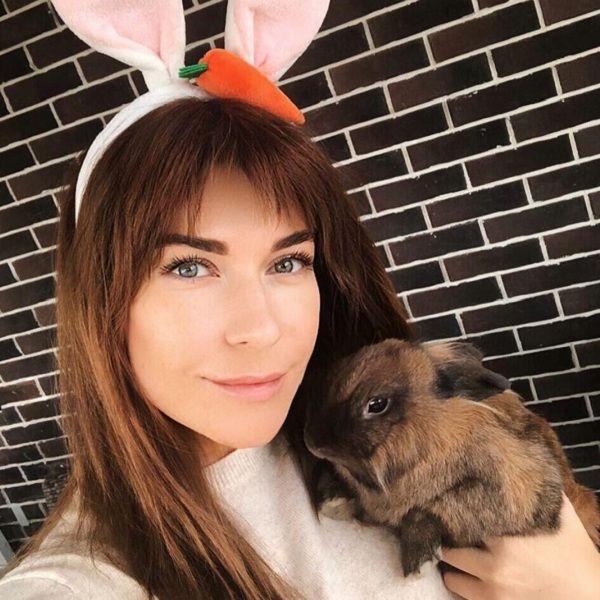 Екатерина Волкова пожаловалась, что из-за аллергии вынуждена избавиться от домашних кроликов
