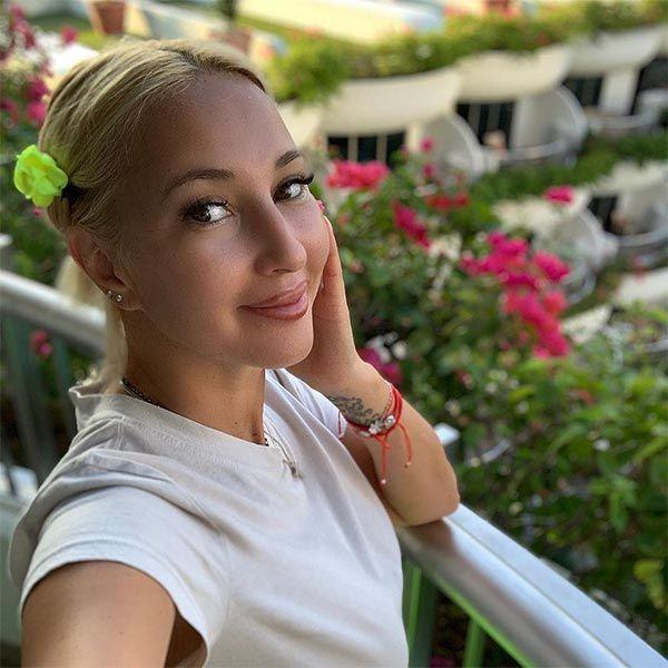 48-летняя Лера Кудрявцева призналась, что фотошопит свои снимки для Instagram
