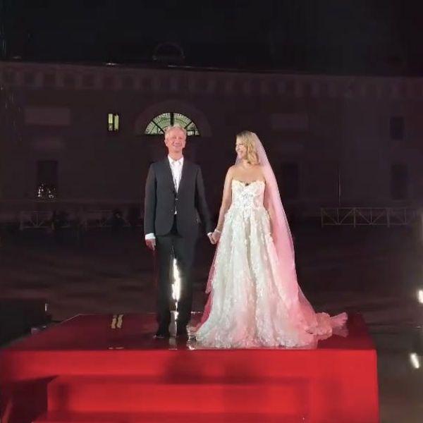 Появилось видео первого поцелуя молодоженов Ксении Собчак и Константина Богомолова