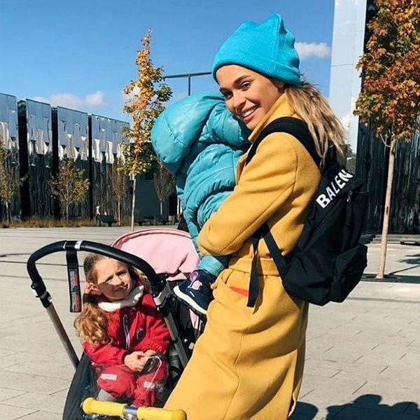 Анна Хилькевич пожаловалась, что ее старшая дочь все отбирает у младшей