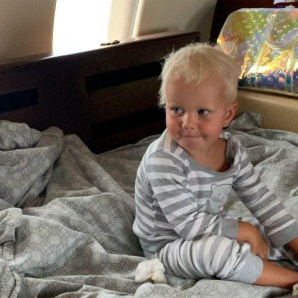 Ксения Собчак показала, как путешествует с 2-летним сыном на частном самолете