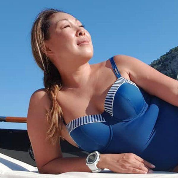 48-летняя Анита Цой опубликовала фото в купальнике с пляжного отдыха