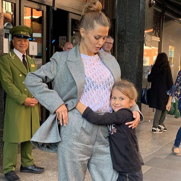 Дочь Виктории Бони отказывается ходить в школу, потому что скучает по маме