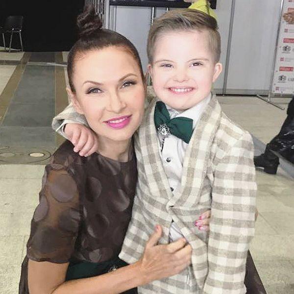 Эвелина бледанс с сыном сема студия звезд ералаш в краснодаре