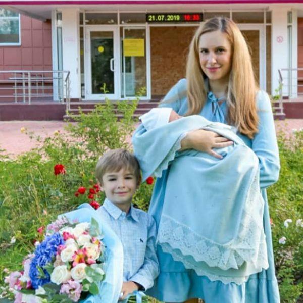 Звезды «Дома-2» Ольга и Илья Гажиенко впервые показали лицо новорожденного сына