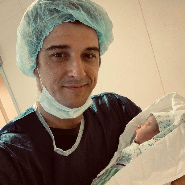 Станислав Бондаренко стал отцом в третий раз и опубликовал первое фото с новорожденной дочерью