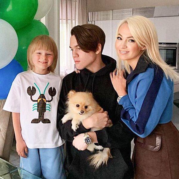 Яна Рудковская поздравила с днем рождения сына от первого брака и похвасталась его именинным тортом