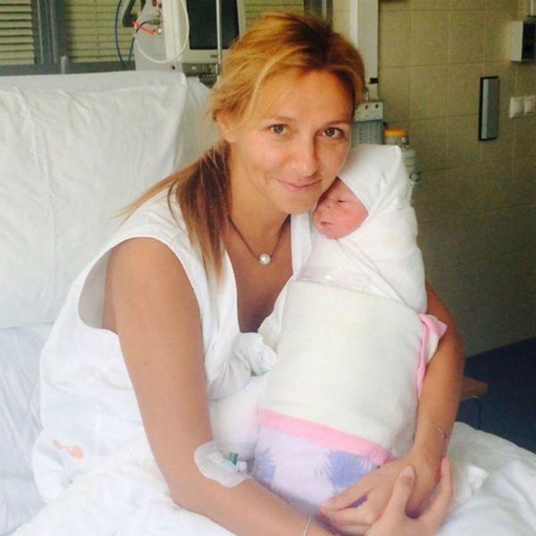 Татьяна Навка трогательно поздравила младшую дочь с 5-летием и опубликовала архивные фото из роддома