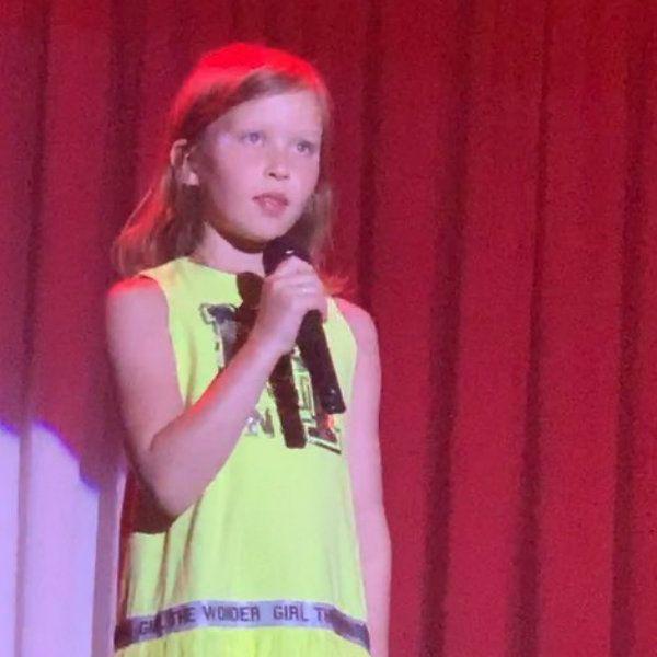 Юлия Пересильд показала, как ее с Алексеем Учителем дочь поет песню Виктора Цоя «Кукушка»