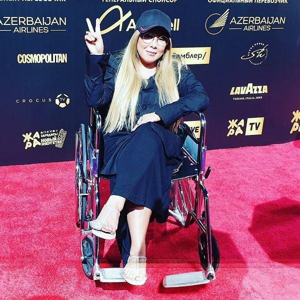 Анита Цой сообщила об операции на пальце после инцидента на фестивале «Жара»