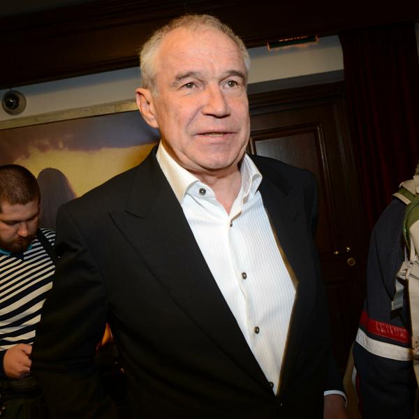 Хромающий Сергей Гармаш появился на церемонии прощания с Аллой Покровской