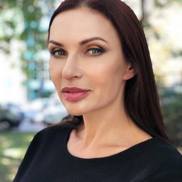 50-летняя Эвелина Бледанс призналась, что мужья запрещали ей коротко стричь волосы