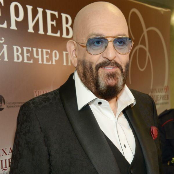 Михаил Шуфутинский сорвался на журналиста на церемонии прощания с Вилли Токаревым