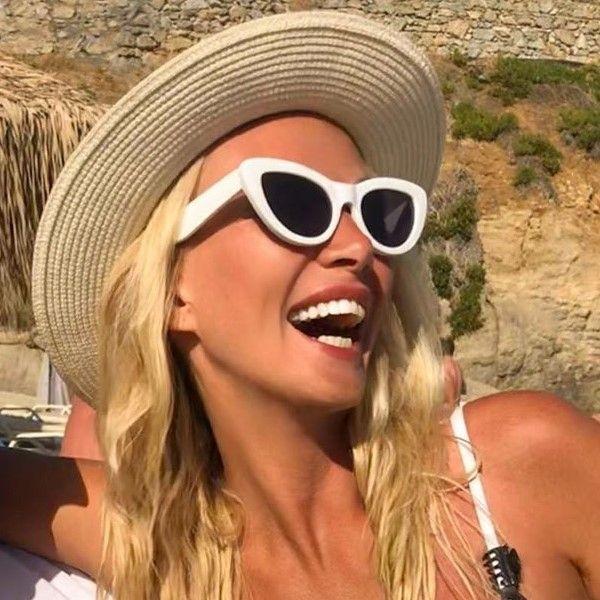 Виктория Лопырева поделилась серией видео со своего дня рождения в Греции