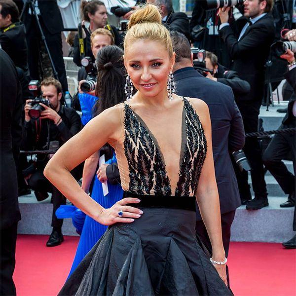 Татьяна Навка в платье с экстремальным декольте появилась на премьере в Каннах