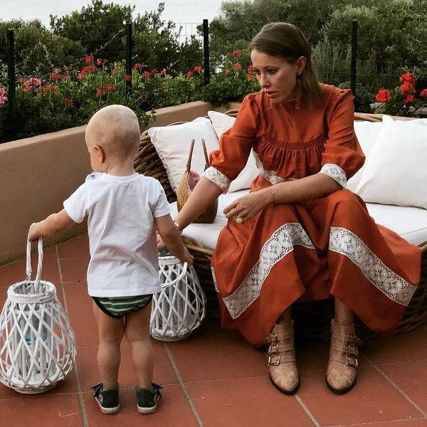 После отдыха с Константином Богомоловым Ксения Собчак воссоединилась с 2-летним сыном