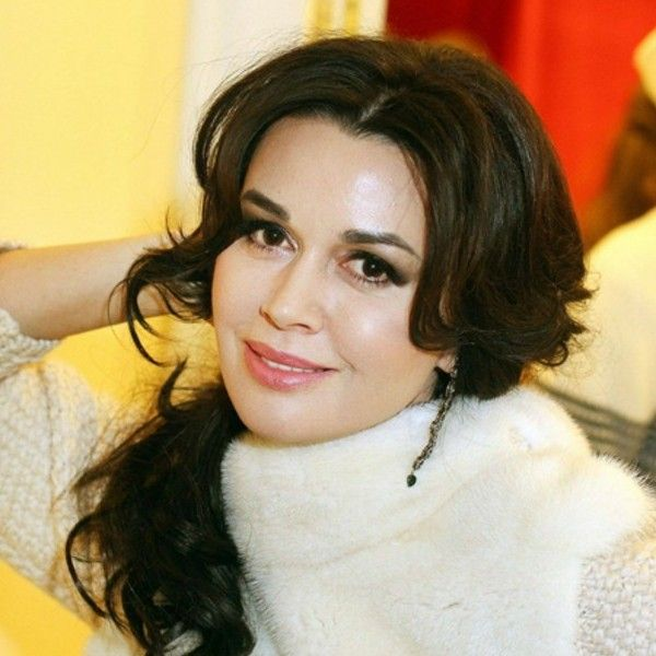 Дочь Анастасии Заворотнюк опровергла слухи о том, что Андрей Малахов предложил ей 15 миллионов рублей за рассказ о болезни матери