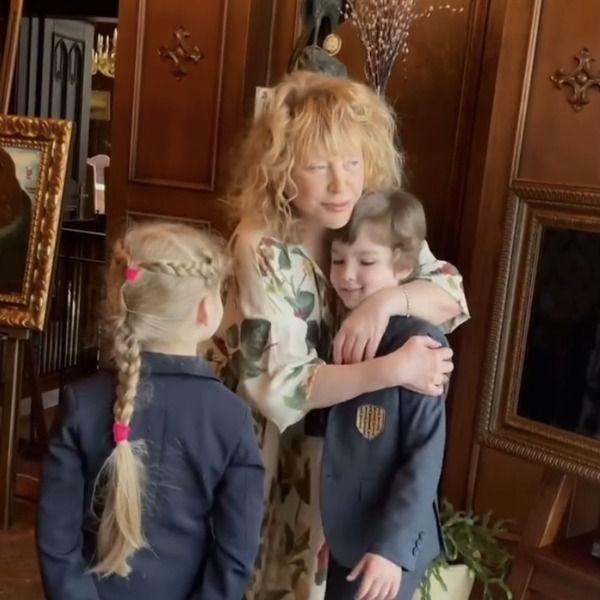 Максим Галкин опубликовал видео, как вместе с детьми поздравил Аллу Пугачеву  с днем рождения - Вокруг ТВ.