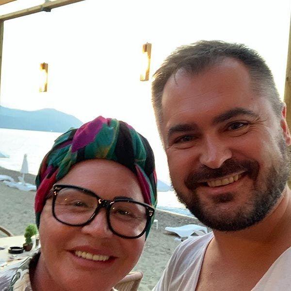 Надежда Бабкина поделилась совместным фото с молодым возлюбленным из отпуска на Кипре