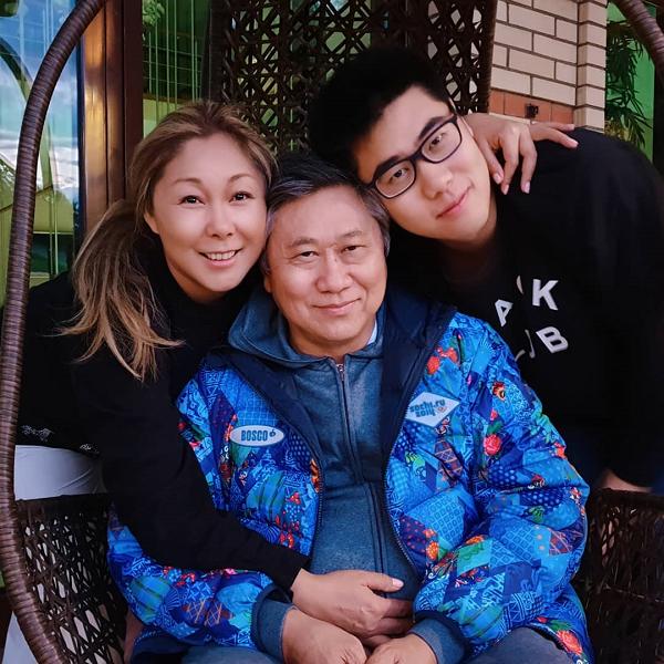 Анита Цой поделилась редким семейным фото