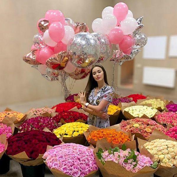 Дмитрий Тарасов преподнес жене Анастасии Костенко 25 роскошных букетов роз в честь ее 25-летия