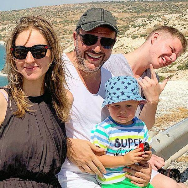 Максим Виторган поделился редким фото с тремя наследниками от разных браков