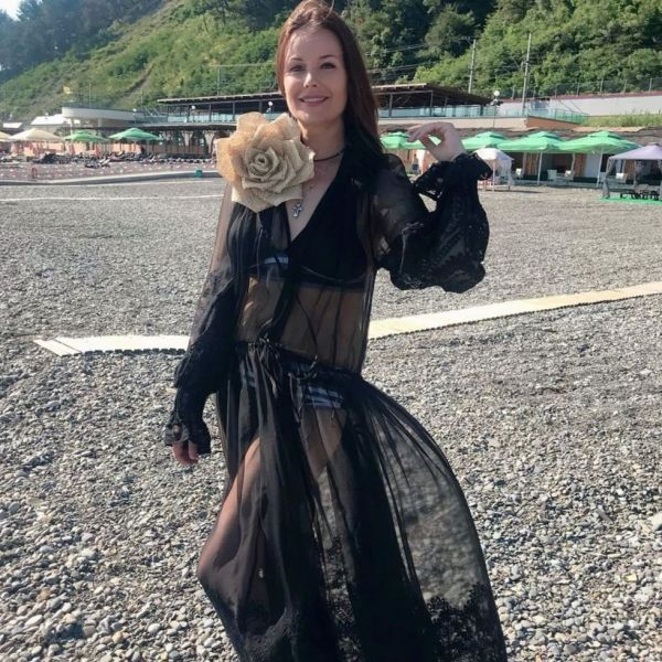 41-летняя Оксана Федорова показала фигуру на отдыхе в Сочи