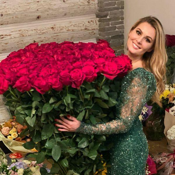 Мария Кожевникова похвасталась роскошным букетом, который муж преподнес ей на 35-й день рождения