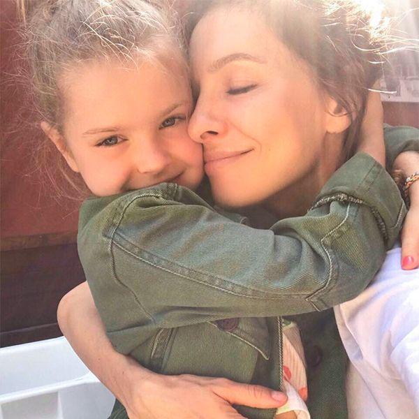 Отдыхающая в Италии Елена Подкаминская опубликовала милое фото со старшей дочерью