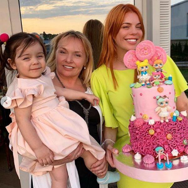 Анастасия Стоцкая опубликовала кадры с празднования 2-летия дочери