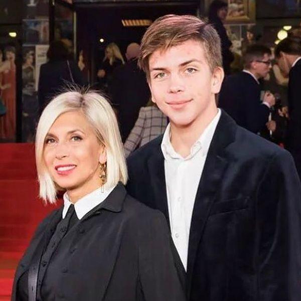 57-летняя Алена Свиридова вышла в свет с 15-летним сыном