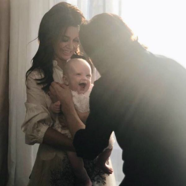 47-летняя Анастасия Заворотнюк похвасталась семейной идиллией, опубликовав фото с мужем и 4-месячной дочерью