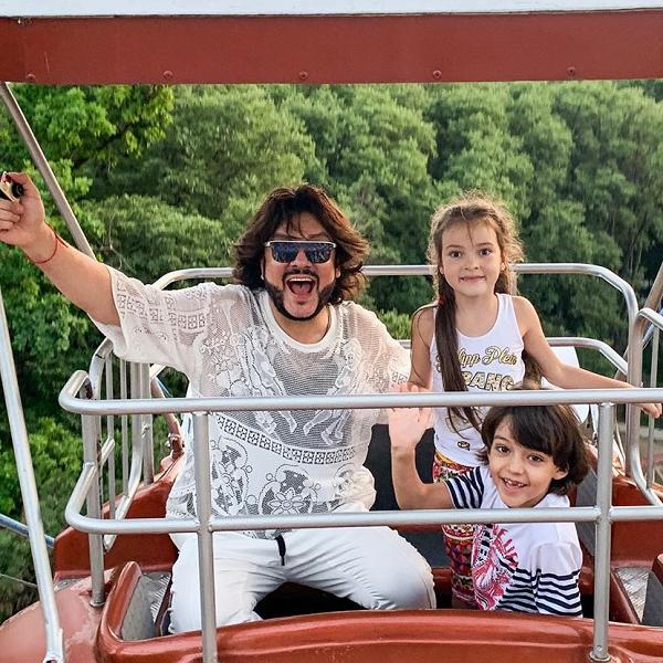 Филипп Киркоров отменил концерты ради поездки в Диснейленд с детьми