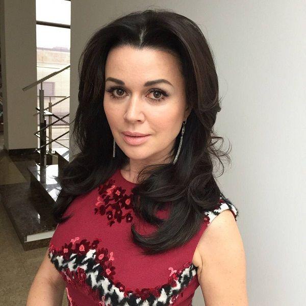 Бывший муж Анастасии Заворотнюк рассказал, что актриса чуть не умерла при родах