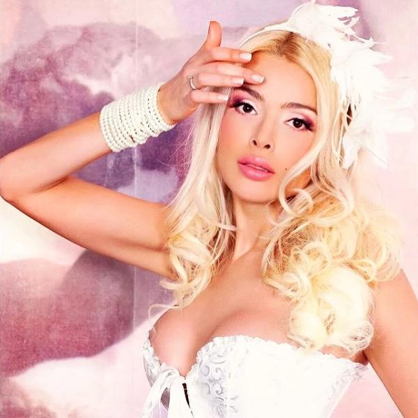 Алена Кравец призналась, что бывший муж препятствовал ее модельной карьере
