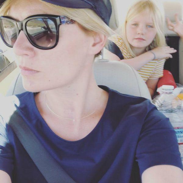 Мария Машкова заявила, что готова прогулять работу и сходить с дочерью на концерт ее любимой певицы Билли Айлиш