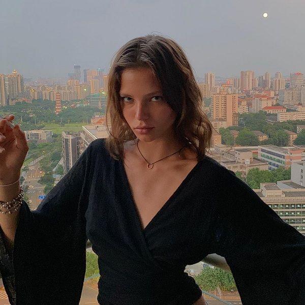 20-летняя Алеся Кафельникова опубликовала фото с запрещенными веществами