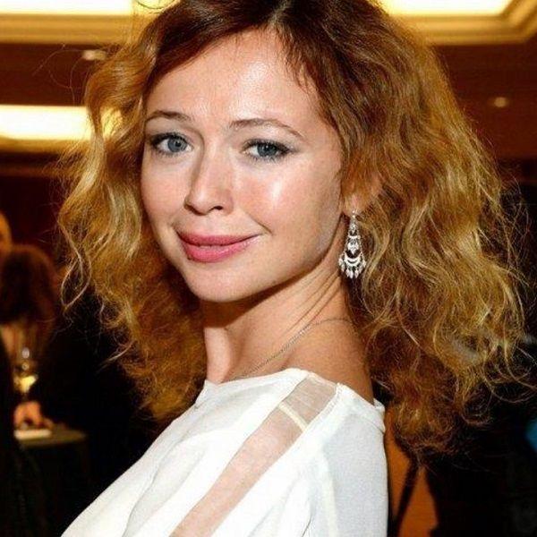 43-летняя Елена Захарова показала накаченный пресс
