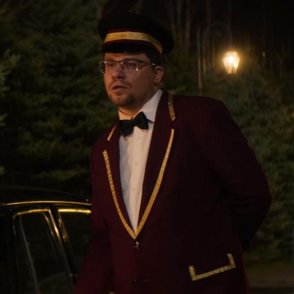 Гарик Харламов сыграл швейцара в новом клипе Глюк'оZы «Танцевач»