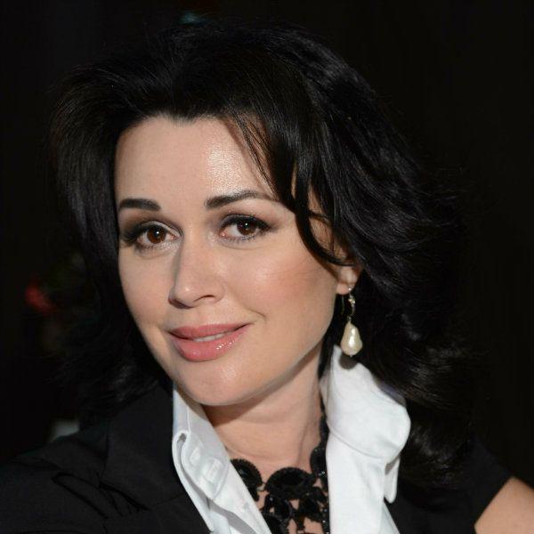 Семья Анастасии Заворотнюк опровергла информацию о том, что актриса впала в предкоматозное состояние