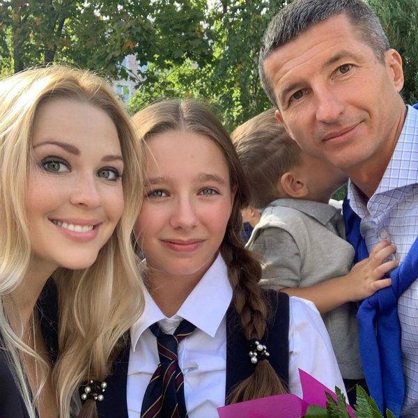 Евгений Алдонин отвел в школу их с Юлией Началовой 12-летнюю дочь