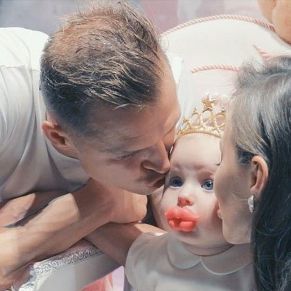 Анастасия Костенко опубликовала забавное видео с празднования первого дня рождения дочери