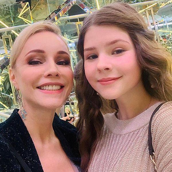 Марина Зудина рассказала, как друзья поздравили их с Олегом Табаковым дочь  Машу с 15-летием - Вокруг ТВ.