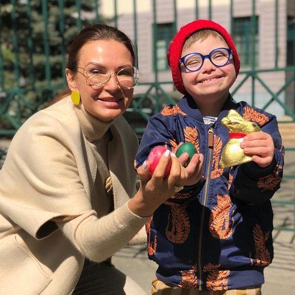 50-летняя Эвелина Бледанс призналась, что не умеет наказывать детей