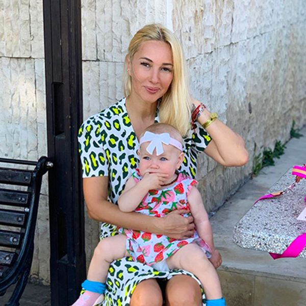 48-летняя Лера Кудрявцева крестила годовалую дочь