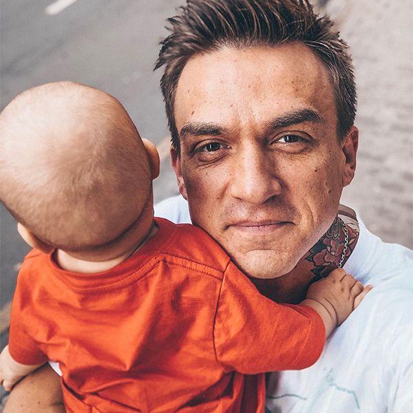 Влад Топалов опубликовал умилительное фото с сыном, спародировав знаменитую сцену из мультфильма «Книга Джунглей»
