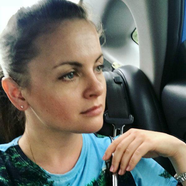 Юлия Проскурякова рыдала без остановки на похоронах Александры Назаровой