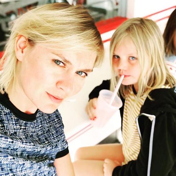 34-летняя дочь Владимира Машкова призналась, что ей сложно даётся материнство