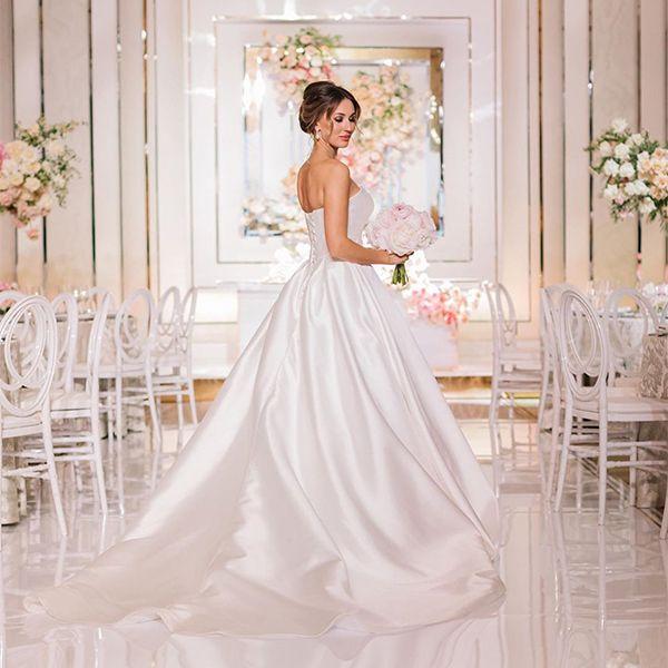 Дочь Александра Серова в день свадьбы сменила три платья